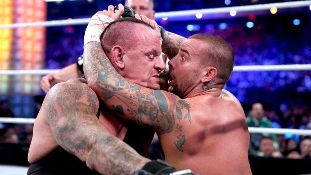 The Undertaker sorprende con su resistencia a CM Punk