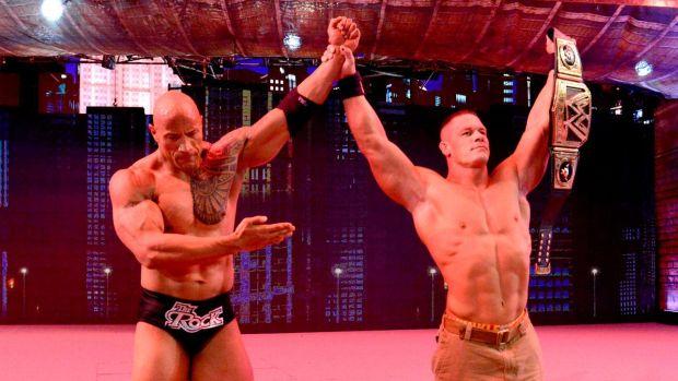 The Rock admite su derrota frente a John Cena.