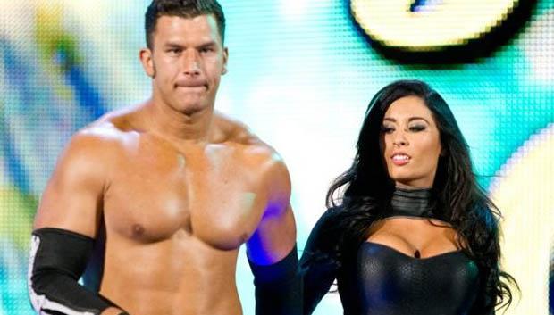 Curtis junto a Maxime en su entrada en una lucha en NXT.