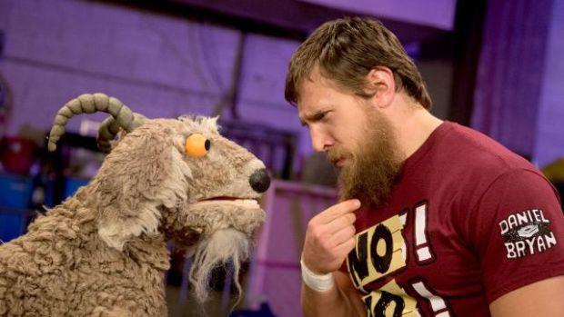 Daniel Bryan y la cabra