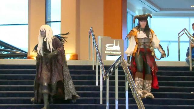 Jessica y Holly, listas con sus trajes.