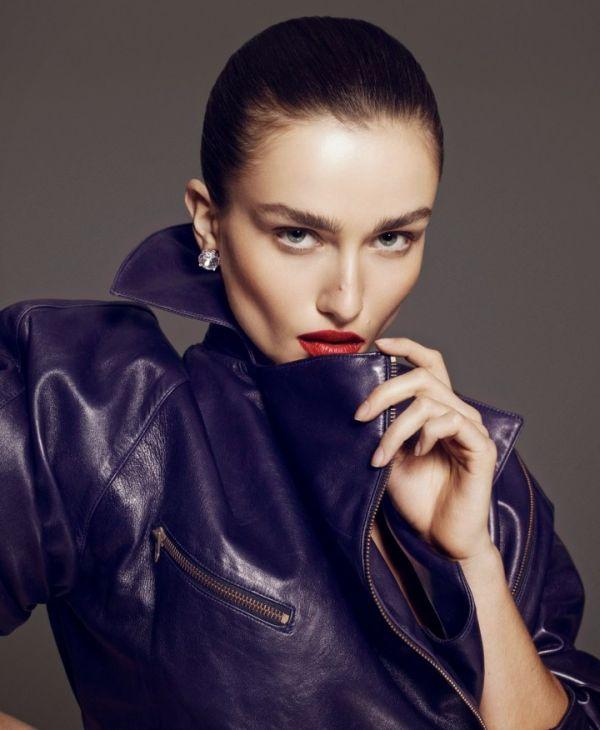 La modelo rumana @andreeadiaconu_ deslumbra en la edición primavera/verano de  Vamp Magazine @thevampmagazine. La fotografía corrió a cargo de Paola Kudacki y el maquillaje de Brandon Maxwell.